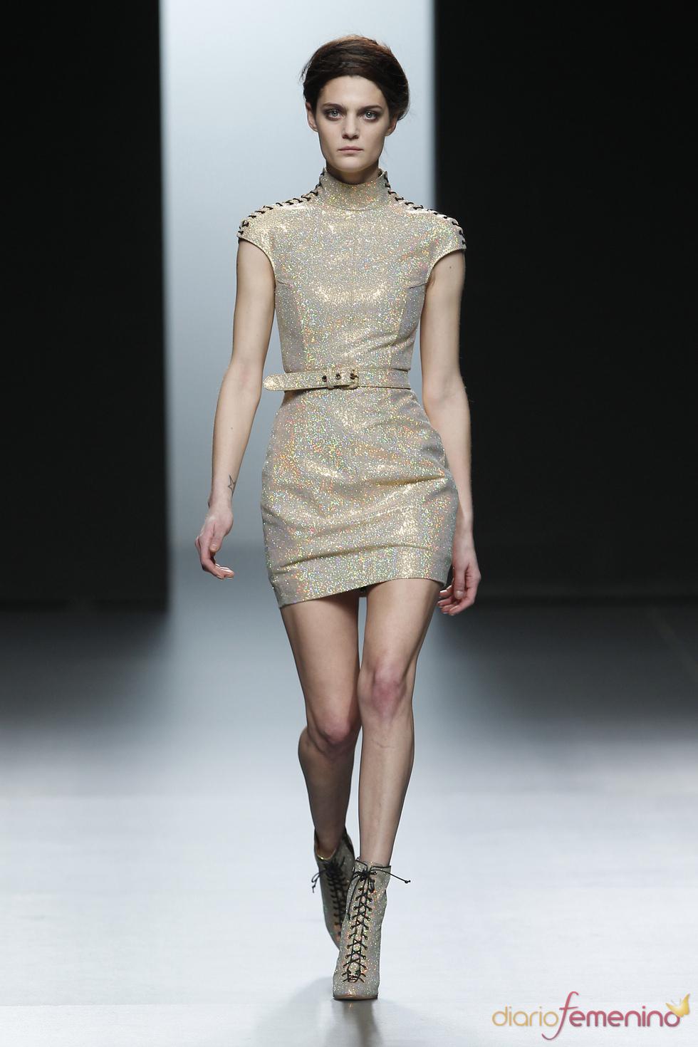 Vestido futurista. Nicolás Vaudelet. Cibeles Madrid Fashion Week 2011