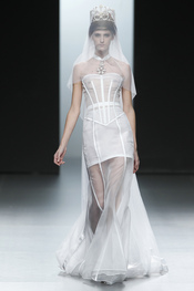 Vestido de novia. Nicolás Vaudelet. Cibeles Madrid Fashion Week 2011