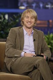 Owen Wilson sonriente en el show de Jay Leno