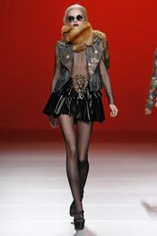 Piel y minifalda. María Escoté. Cibeles Madrid Fashion Week 2011