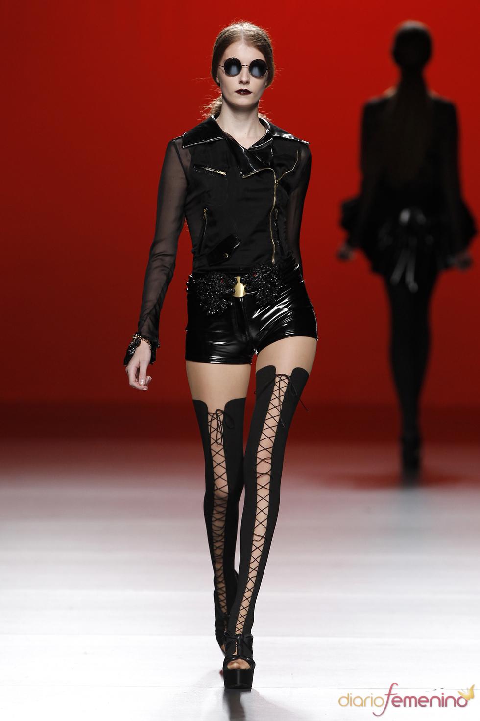 Negro charol. María Escoté. Cibeles Madrid Fashion Week 2011