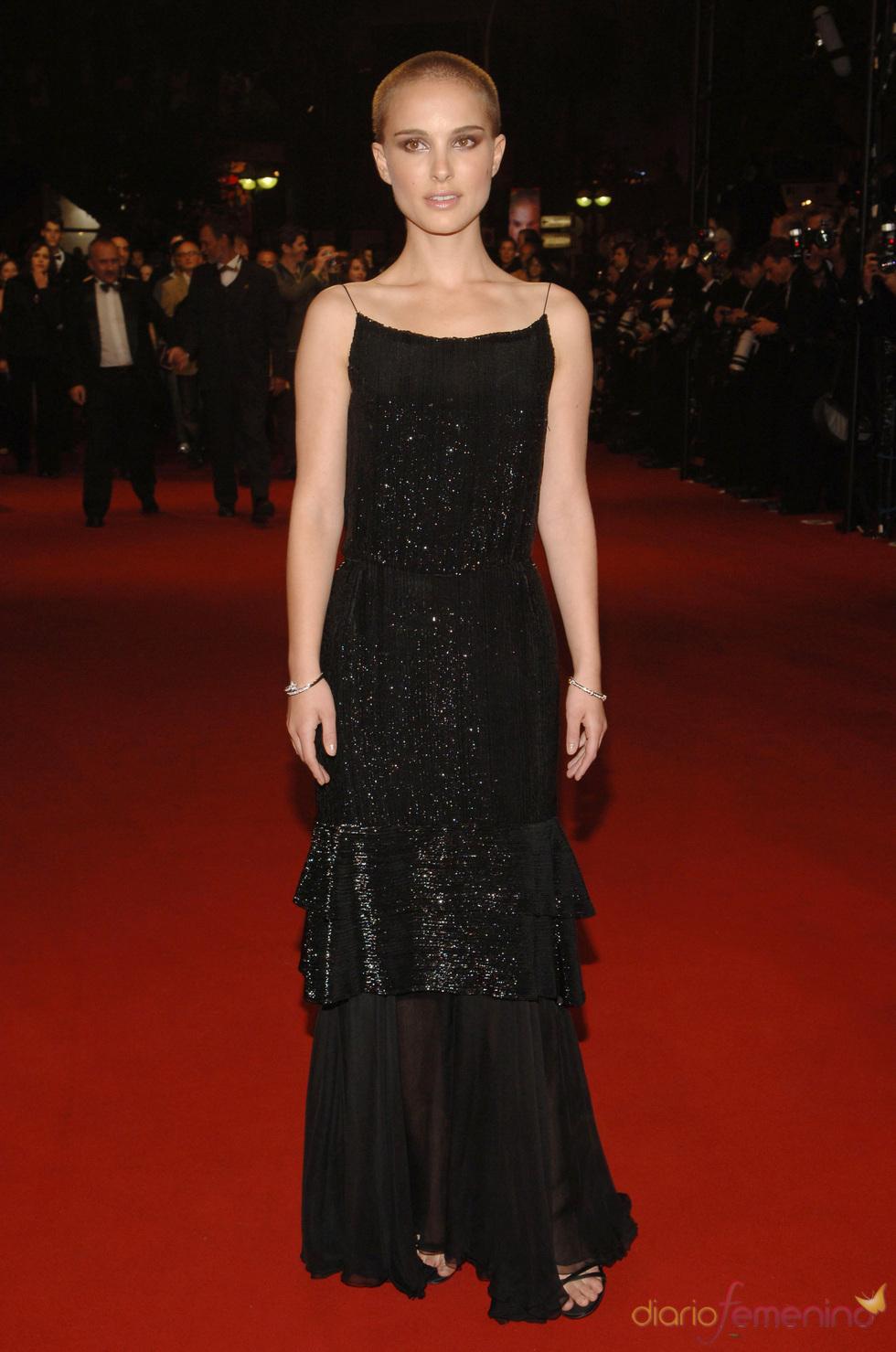 Natalie Portman con la cabeza rapada