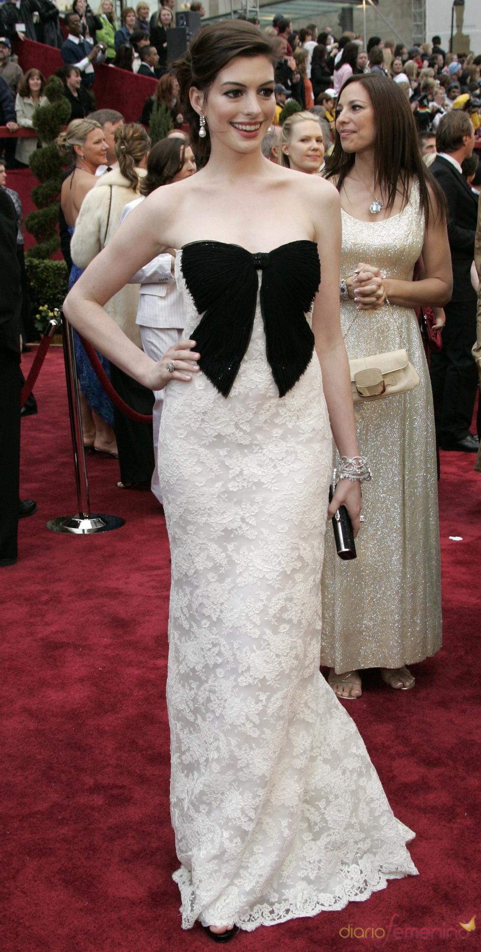 Anne Hathaway vestida por Valentino en la fiesta Vanity Fair 2007