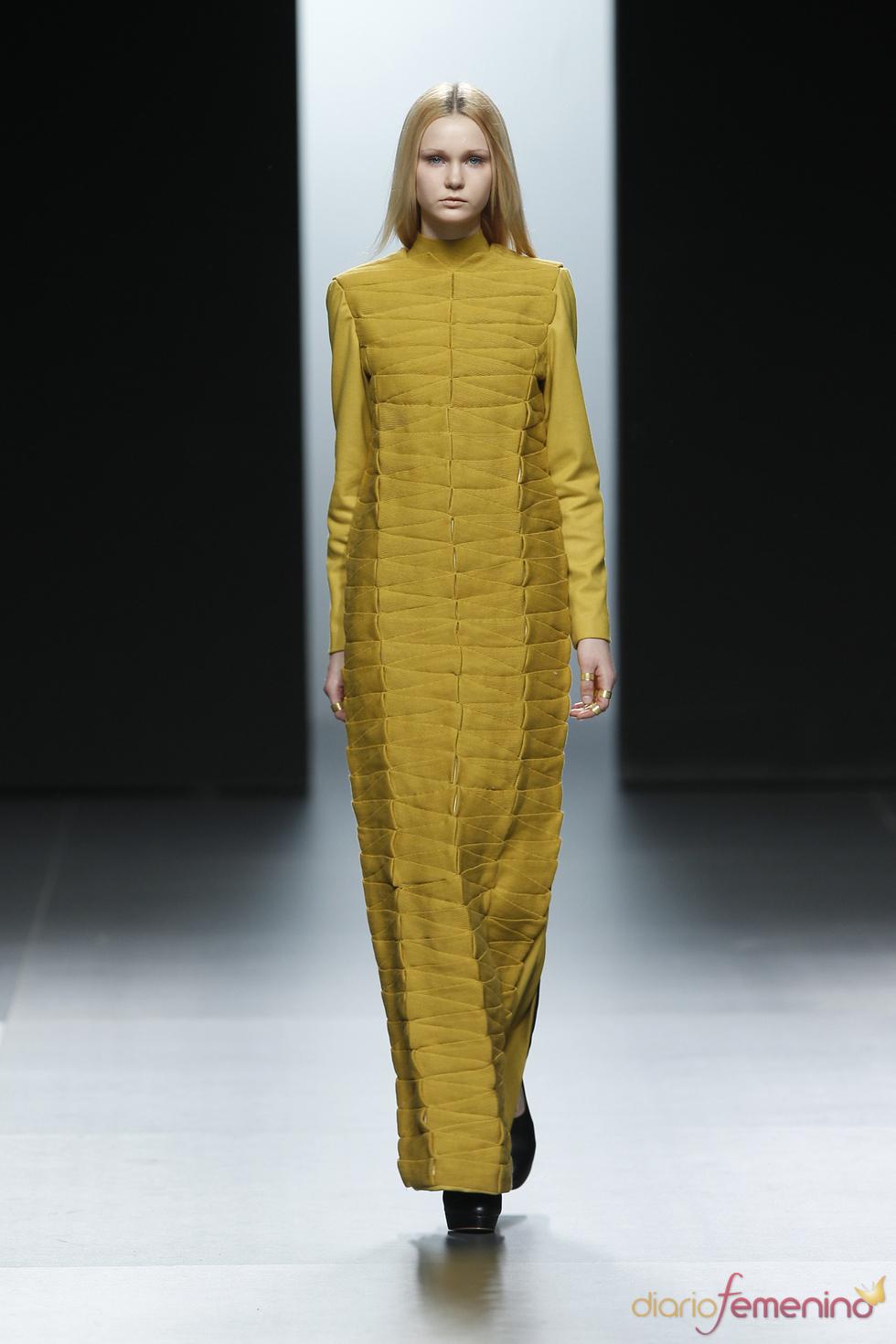 Vestido largo amarillo. Martín Lamothe. Cibeles Madrid Fashion Week 2011