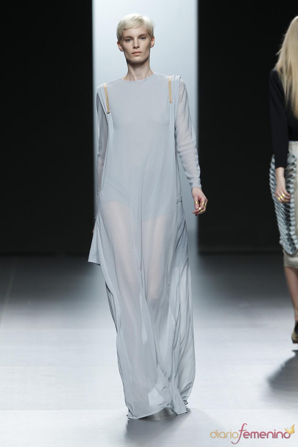 Vestido azulado transparente. Martín Lamothe. Cibeles Madrid Fashion Week 2011