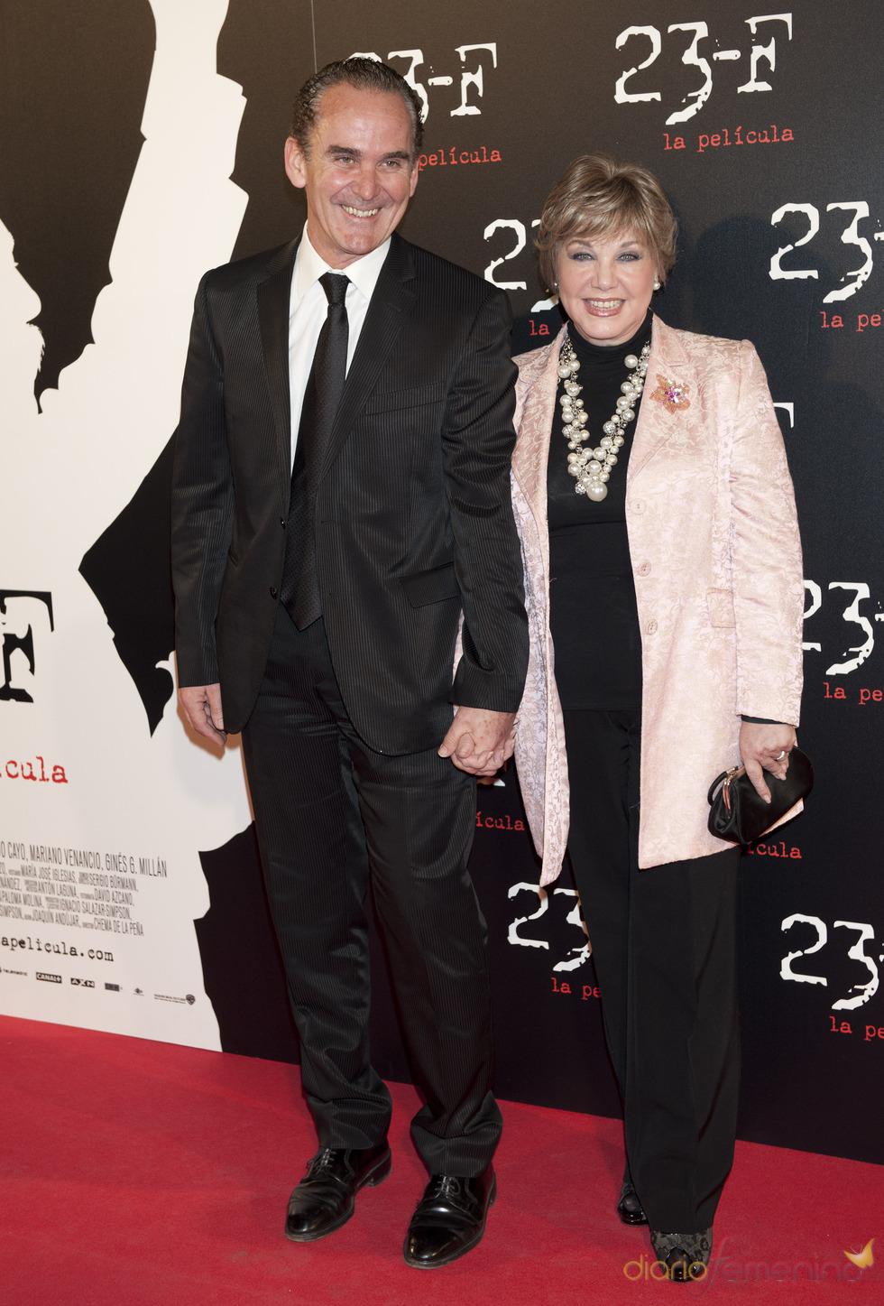 Karina y su novio, en el estreno de 23-F