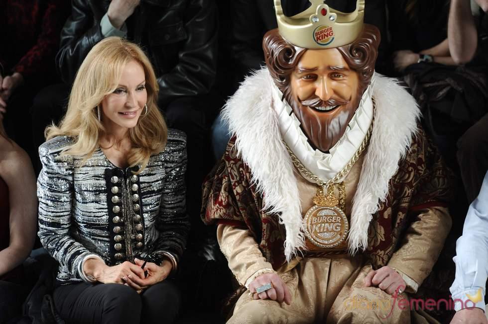 Carmen Lomana y su King en Cibeles 2011