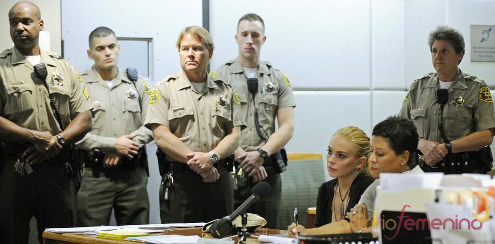 Lindsay Lohan declarando en el juzgado por el collar de 2.500 dólares