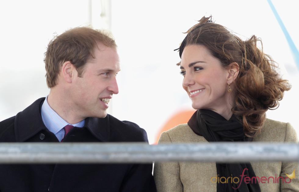 El príncipe Guillermo y Kate Middleton, enamorados