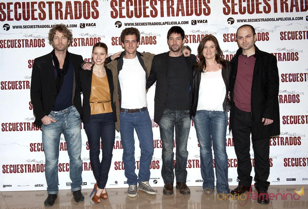 Manuela Vellés, Ana Wagener, Guillermo Barrientos, Martijn Kuiper, Dritan Biba y Miguel Ángel Vivas en 'Secuestrados'