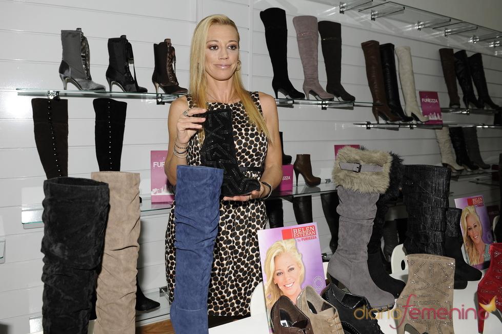 Belén Esteban presenta su nueva colección de zapatos en Elche
