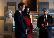 Kate Middleton y el Príncipe Guillermo hablan con antiguos profesores