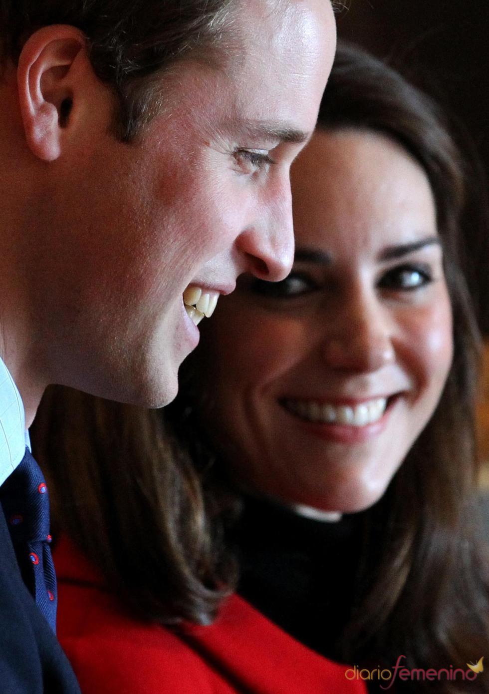 Kate Middleton y el Príncipe Guillermo disfrutan de su visita a la Universidad