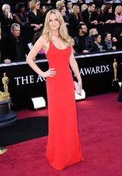 Jennifer Lawrence espectacular en la alfombra roja de los Oscar 2011