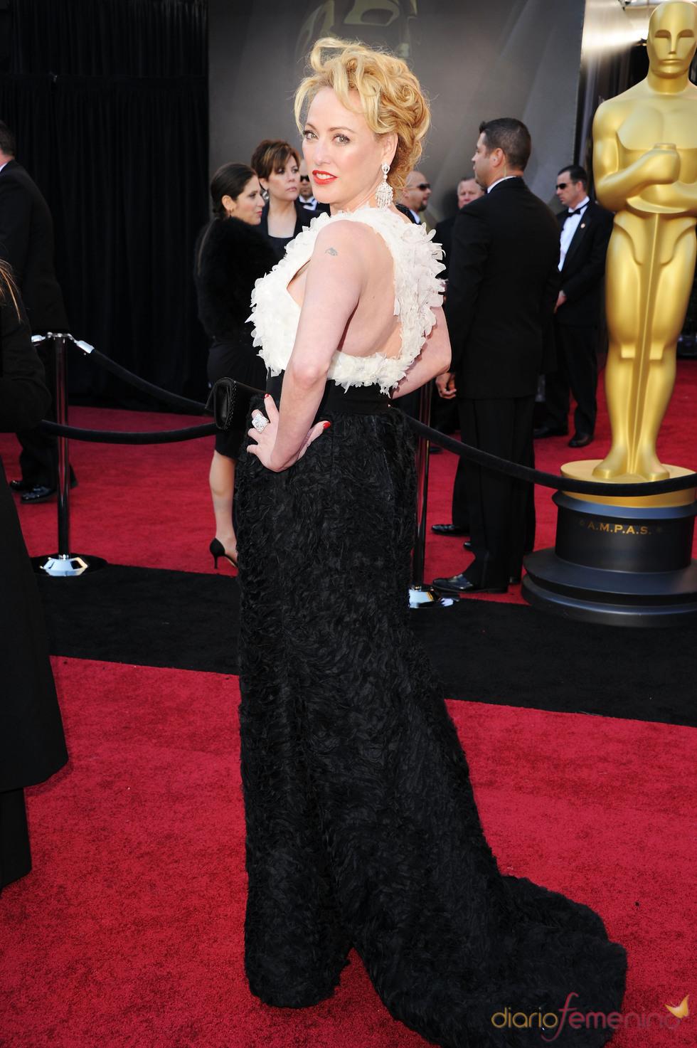 Virginia Madsen posa en la alfombra roja de los Oscar 2011