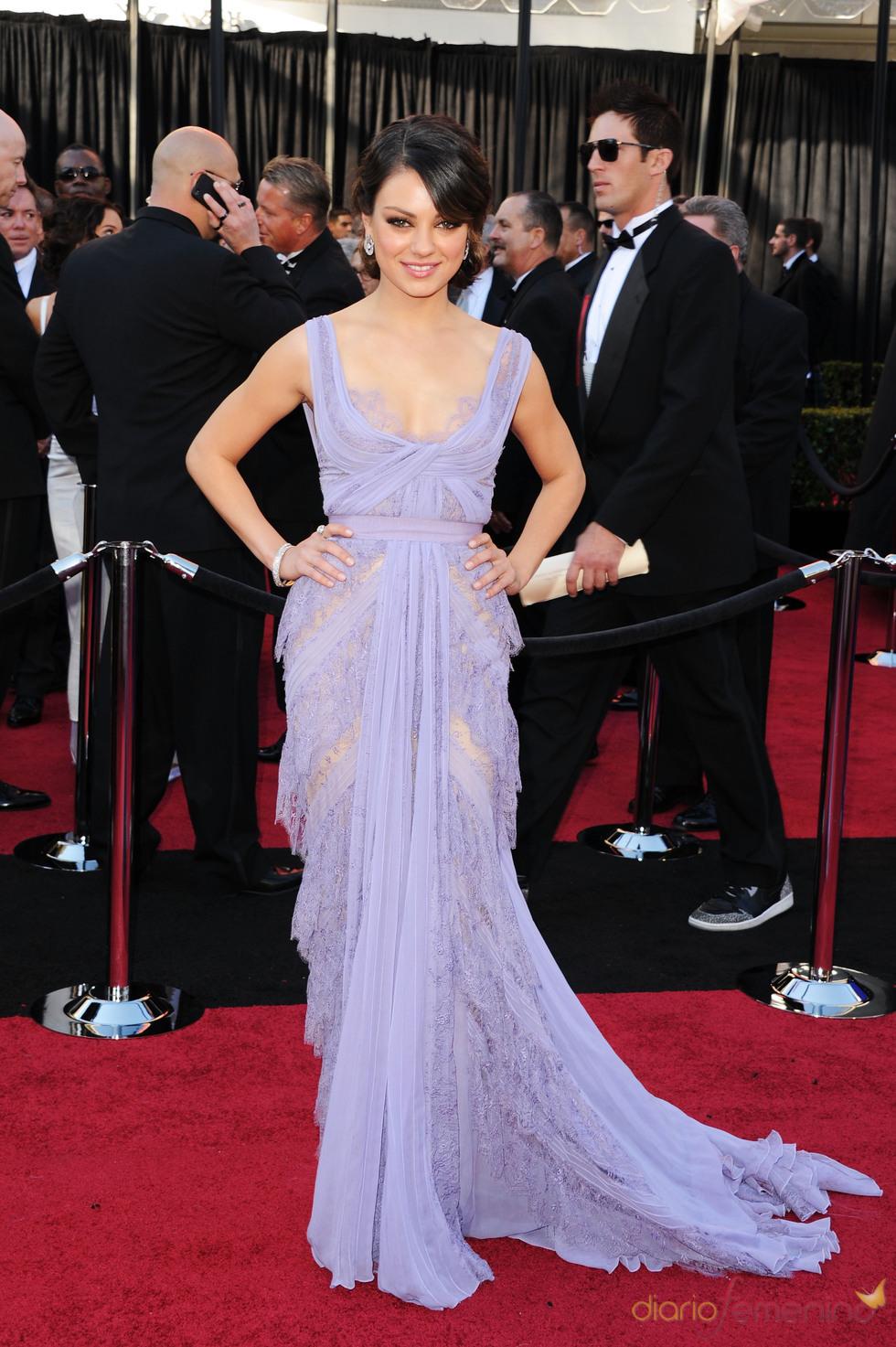Mila Kunis en la alfombra roja de los Oscars 2011