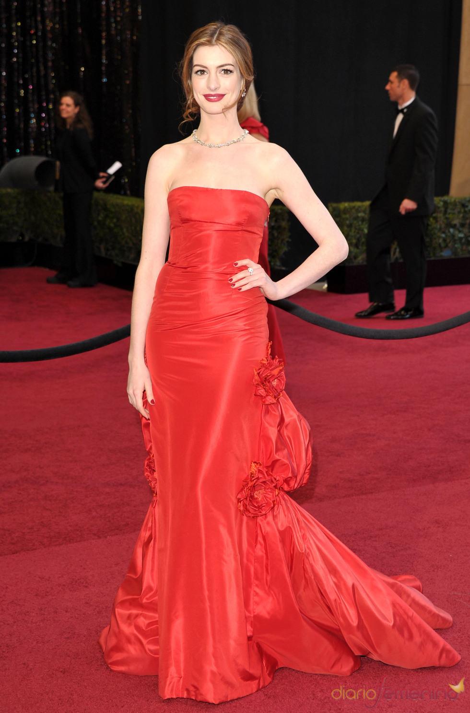 Anne Hathaway en la alfombra roja de los Oscar 2011