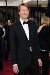 Tom Hooper posa en la alfombra roja de los Oscar 2011