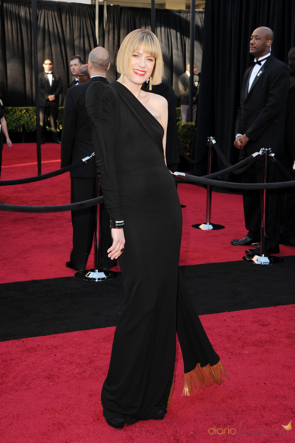 Sunrise Coigney posa en la alfombra roja de los Oscar 2011