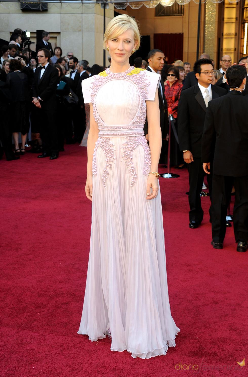 Cate Blanchett posa en la alfombra roja de los Oscar 2011