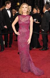 Scarlett Johansson en la alfombra roja de los Oscar 2011