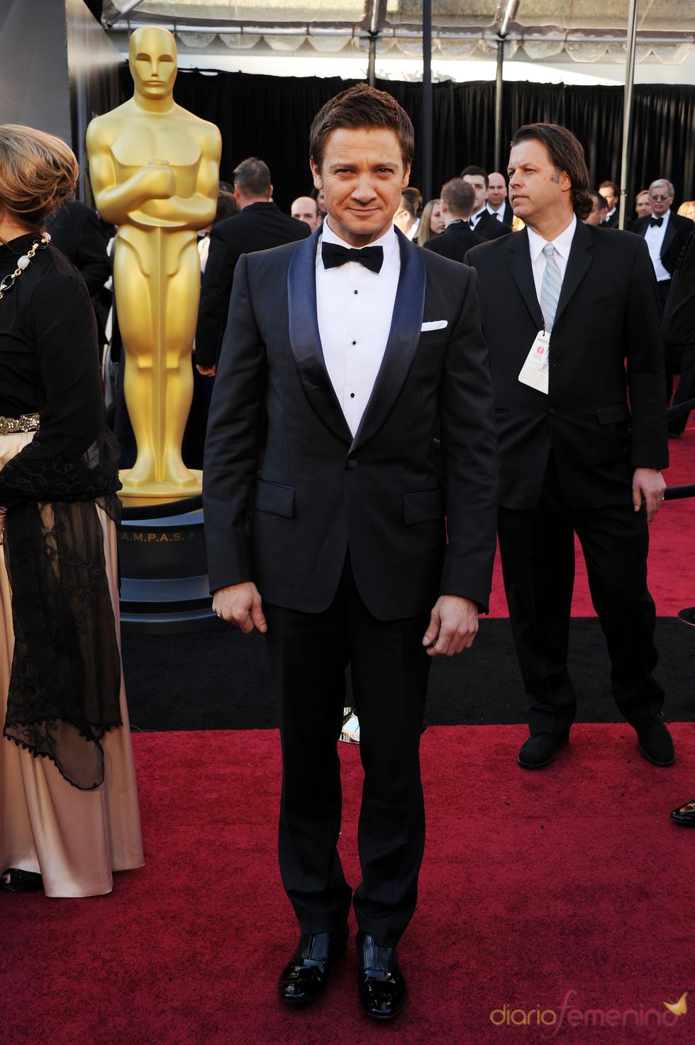 Jeremy Renner en la alfombra roja de los Oscar 2011