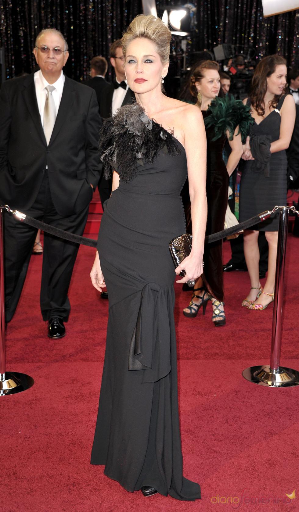 Sharon Stone en la alfombra roja de los Oscar 2011