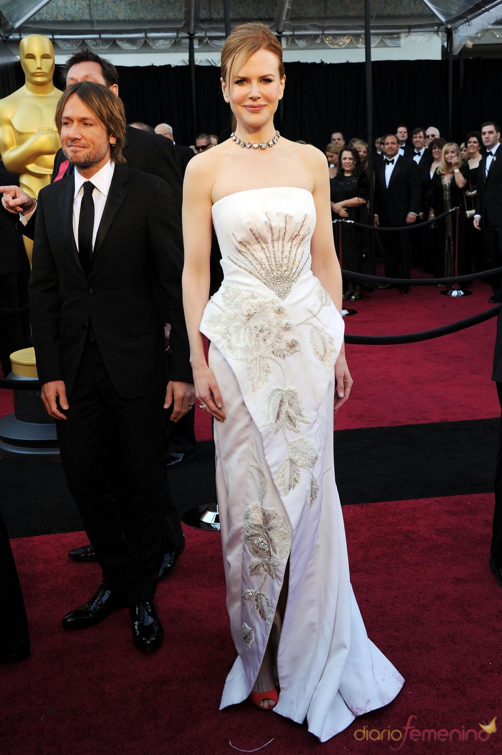 Nicole Kidman y Keith Urban en la alfombra roja de los Oscar 2011