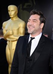 Javier Bardem en la alfombra roja de los Oscar 2011