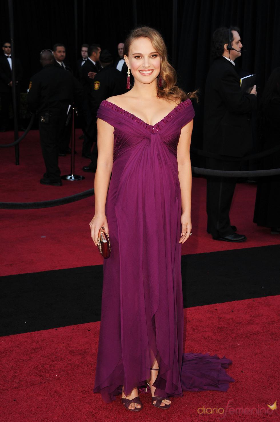 Natalie Portman en la alfombra roja de los Oscar 2011