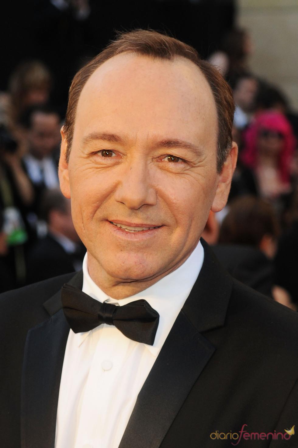 Kevin Spacey posa en la alfombra roja de los Oscar 2011