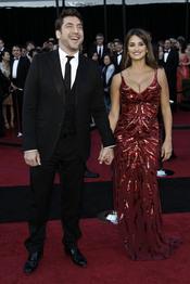 Javier Bardem y Penélope Cruz, muy elegantes en la alfombra roja de los Oscar 2011