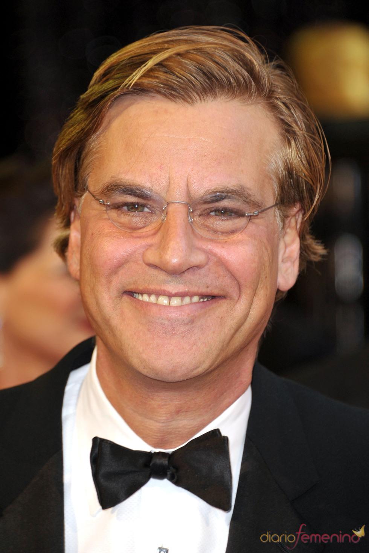 Aaron Sorkin posa en la alfombra roja de los Oscar 2011