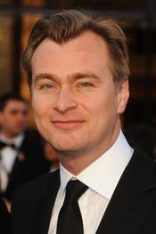 Christopher Nolan posa en la alfombra roja de los Oscar 2011