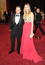 Mark Wahlberg su mujer Rhea Durham en la alfombra roja de los Oscar 2011