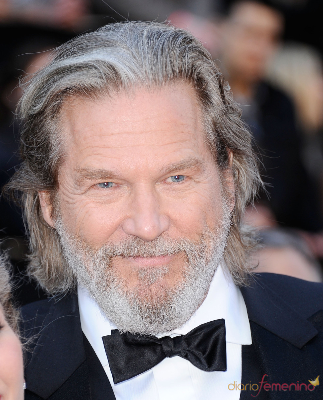 Jeff Bridges posa en la alfombra roja de los Oscar 2011