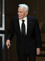Kirk Douglas otorga el premio a la mejor actriz de reparto