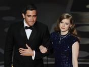 Amy Adams y Jake Gyllenhaal presentan el mejor cortometraje. Oscar 2011