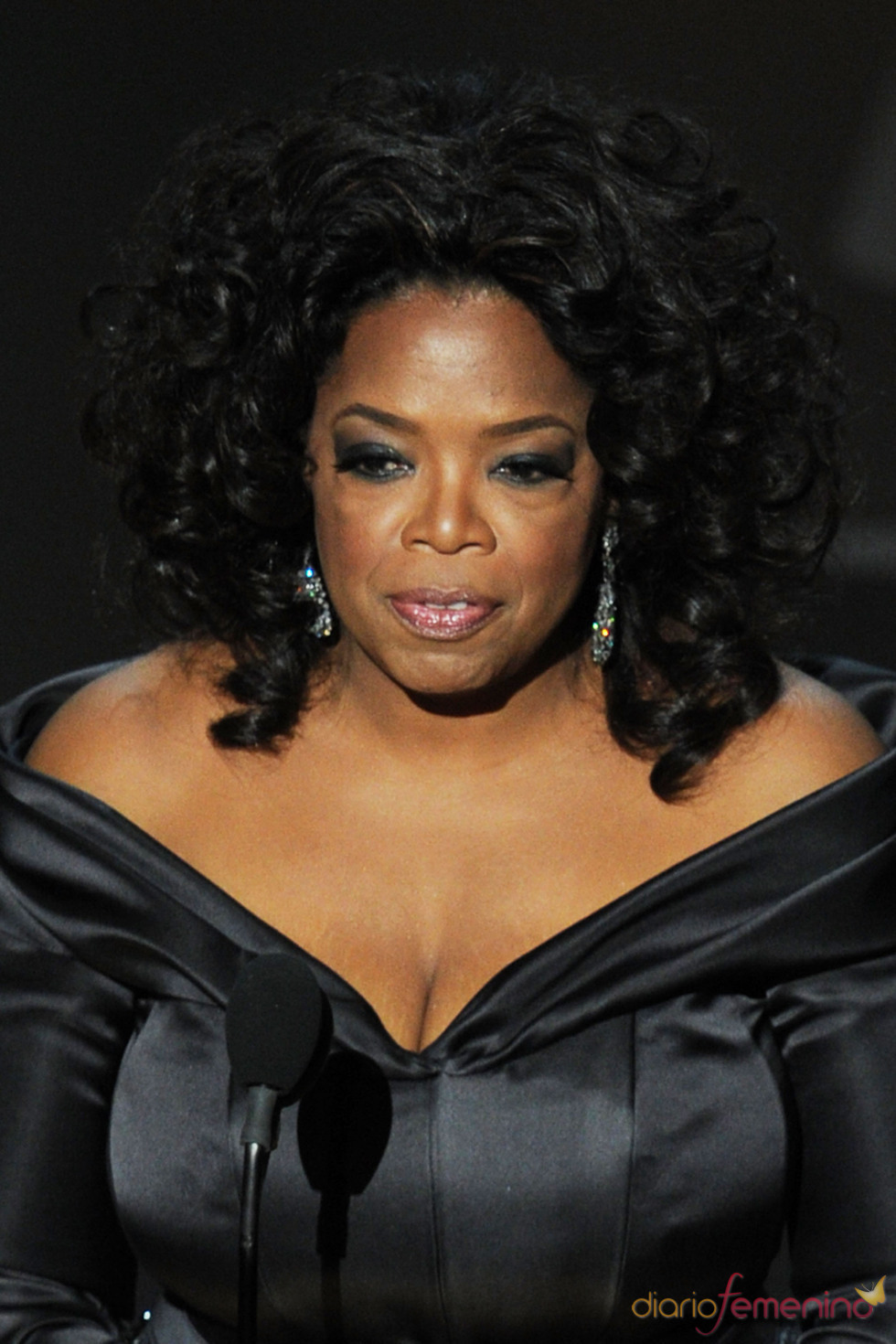 Oprah Winfrey presenta el mejor documental. Oscar 2011