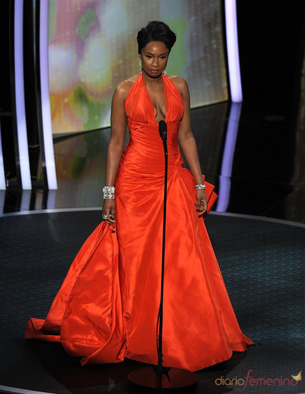 Jennifer Hudson otorga el premio a la mejor canción. Oscar 2011