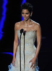 Halle Berry rinde homenaje a Lena Horne. Oscar 2011