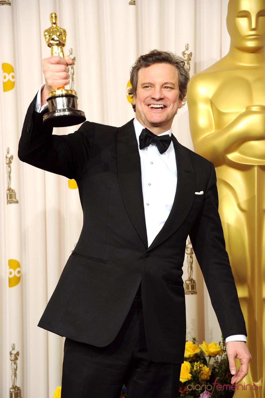 Colin Firth posa con su Oscar a Mejor Actor 2011
