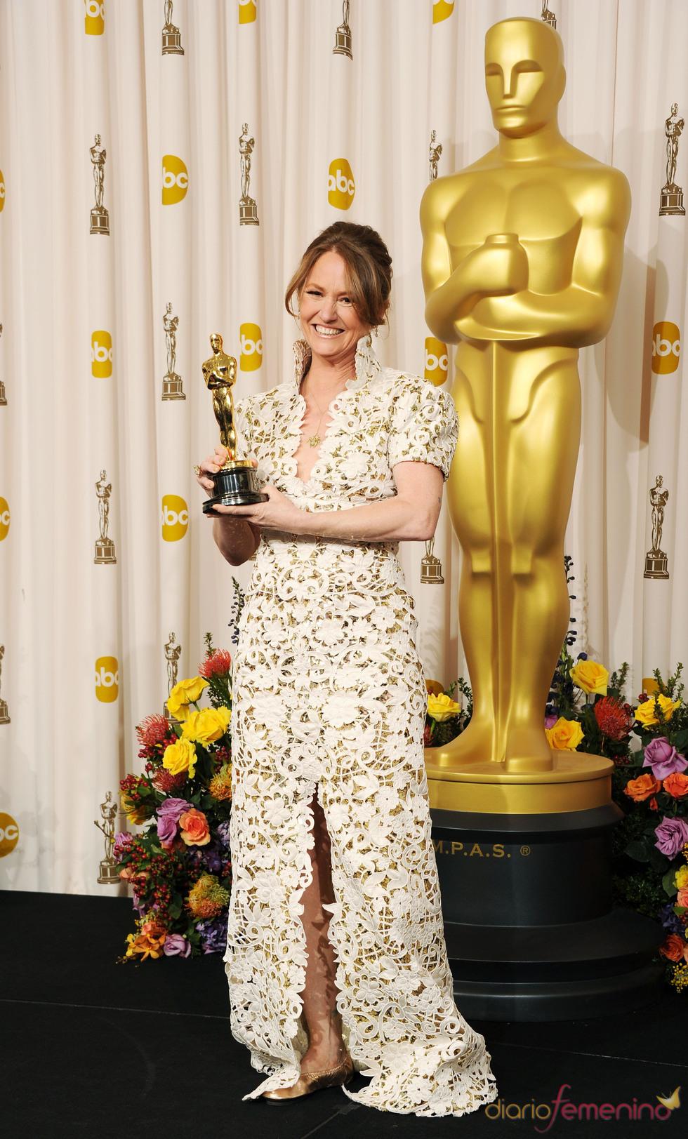 Melissa Leo con su Oscar a Mejor Actriz de Reparto 2011