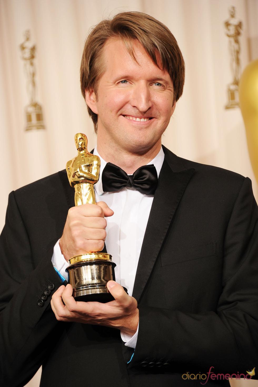 Tom Hooper posa con su Oscar 2011 a 'Mejor Director' por 'El discurso del Rey'