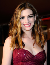 Anne Hathaway en la cena Governor's Ball post Oscars 2011