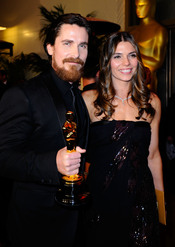 Christian Bale y su esposa en la cena Governor's Ball post Oscars 2011