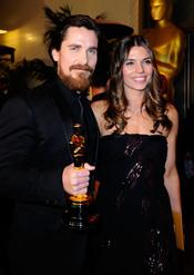 Christian Bale y su esposa en la cena Governor's Ball post Oscars 2011