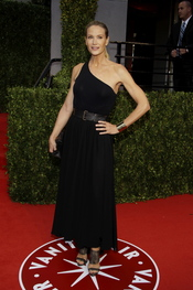 Kelly Lynch en la fiesta Vanity Fair de los Oscar 2011