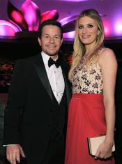 Mark Wahlberg y Rhea Durham en la cena Governor's Ball post Oscars 2011