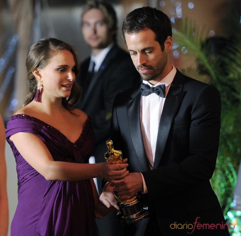 Natalie Portman y su prometido en la cena Governor's Ball post Oscars 2011